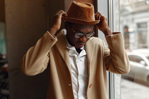 Základová fotografie zdarma na téma afroamerický, bez emocí, brýle, černá