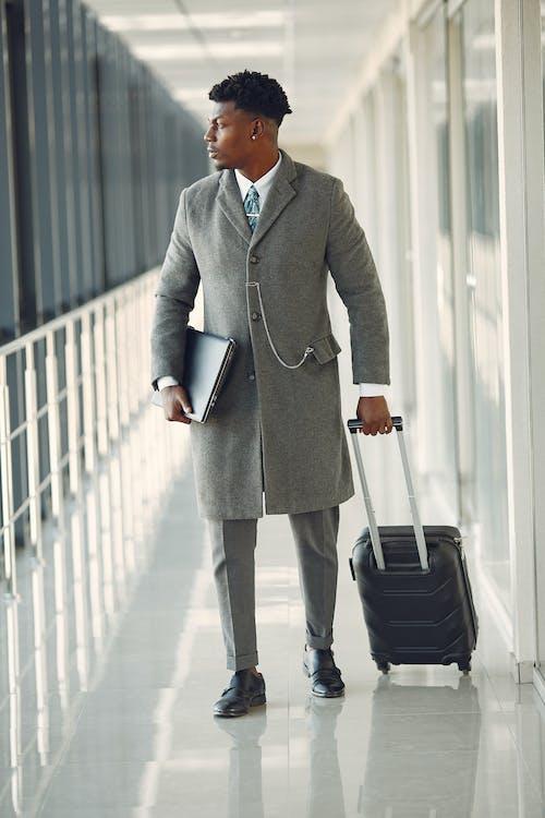 Fotos de stock gratuitas de aeropuerto, afroamericano, artilugio