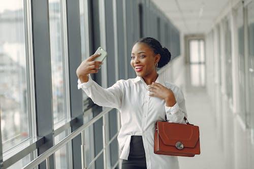 Kostnadsfri bild av afroamerikan, anställd, använder sig av, arbetare