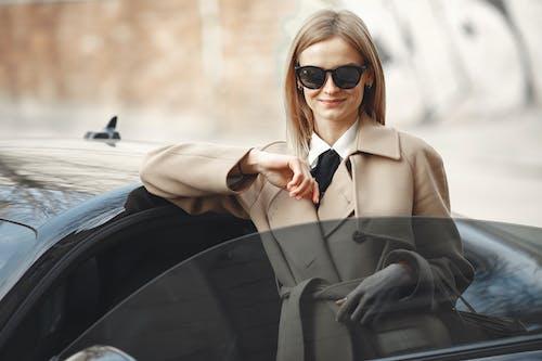 Základová fotografie zdarma na téma auto, automobil, brýle, centrum města
