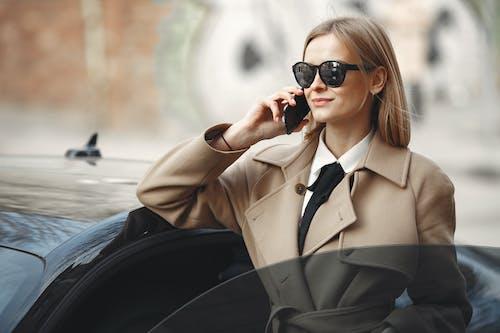 Kostnadsfri bild av använder sig av, bil, diskutera, elegant