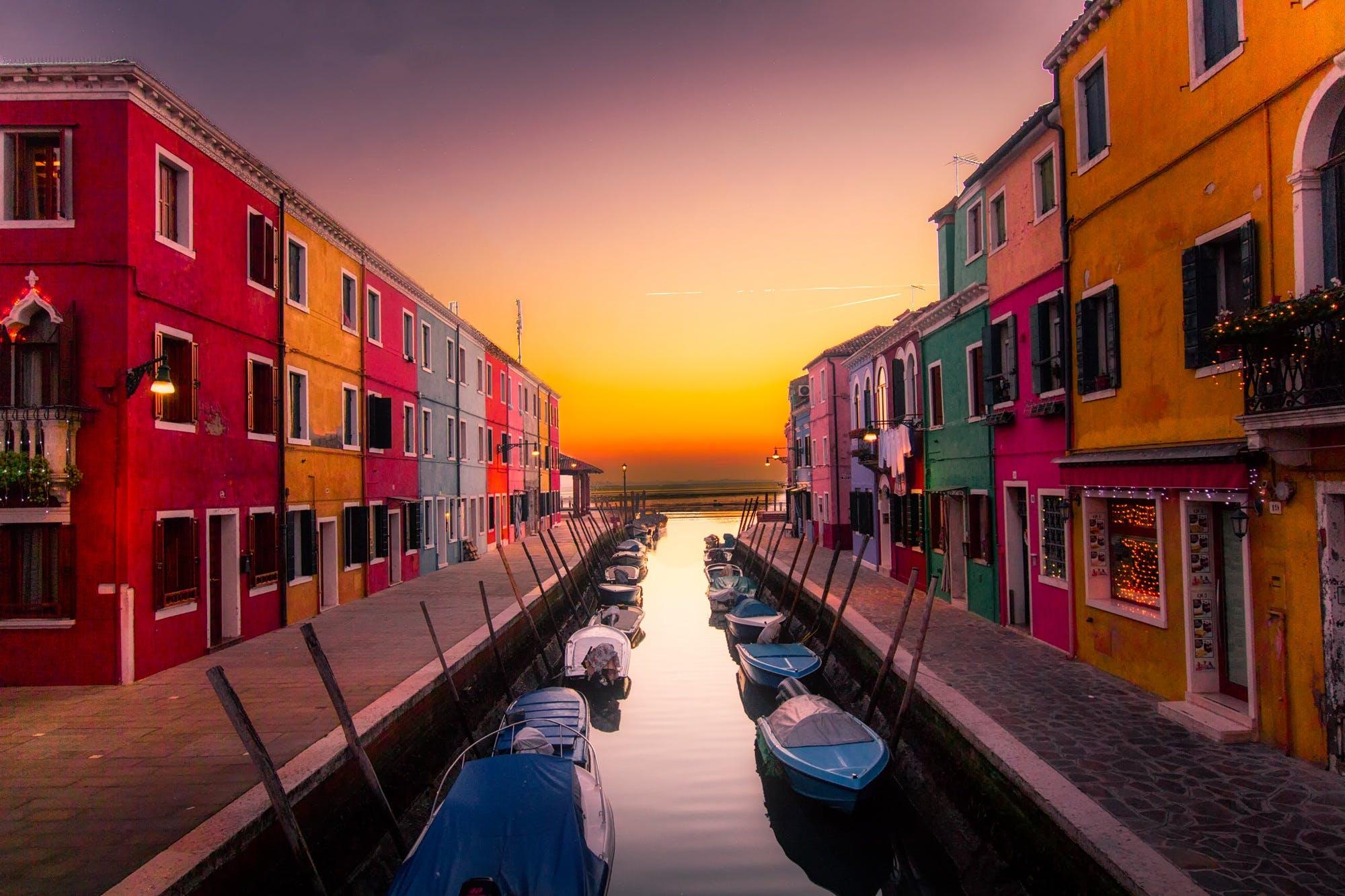 Ingyenes stockfotó csatorna, csónakok, építészet, épületek témában