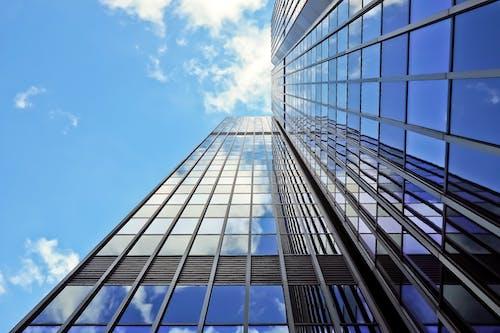 Fotobanka sbezplatnými fotkami na tému architektúra, budova, mrakodrap, odlesk