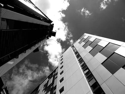 Darmowe zdjęcie z galerii z architektura, budynki, czarno-biały, drapacz chmur