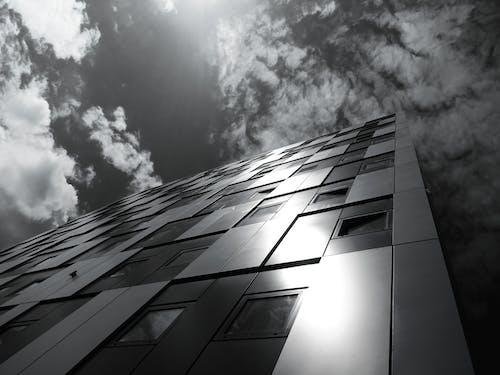 Fotos de stock gratuitas de acero, arquitectura, artículos de cristal, blanco y negro