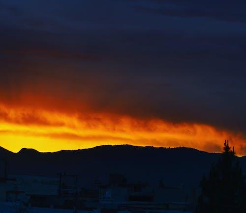 Безкоштовне стокове фото на тему «вечір, гори, дерева, краєвид»
