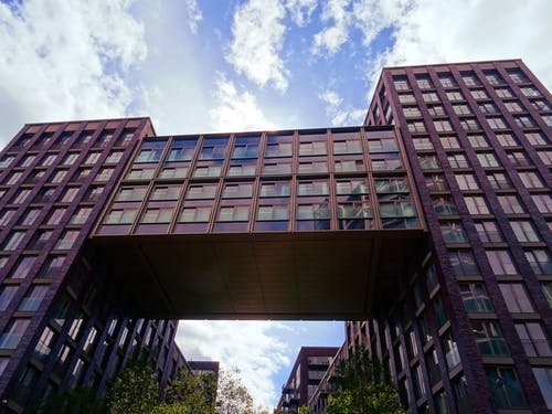 bakış açısı, bardak, binalar, cam içeren Ücretsiz stok fotoğraf