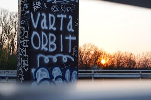 Kostenloses Stock Foto zu abend, graffiti, sonnenuntergang
