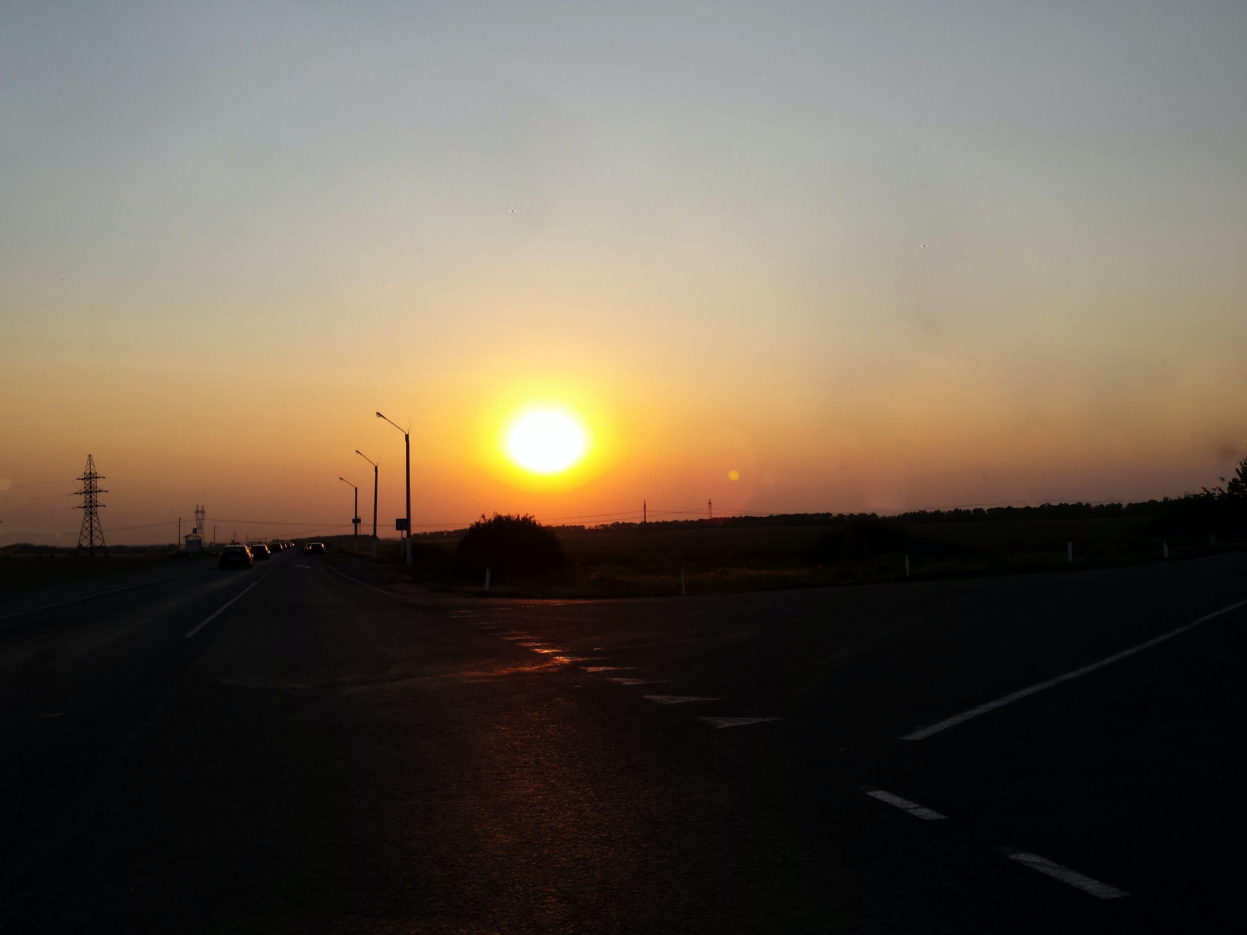 Δωρεάν στοκ φωτογραφιών με αυτοκίνητα, διαδρομή, δρόμος, δύση του ηλίου