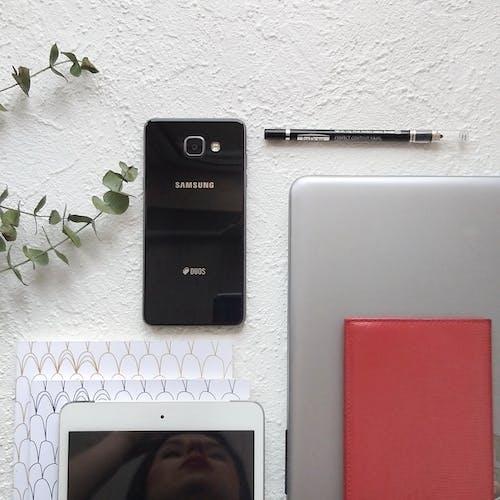Free stock photo of flatlay, minimalism, telephone