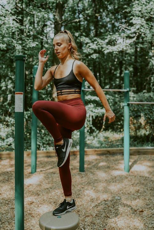 Immagine gratuita di abbigliamento sportivo, activewear, adatto, allenamento