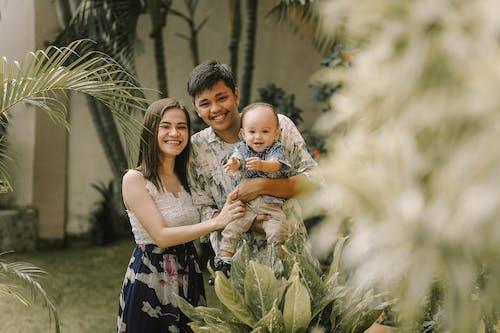 Gratis stockfoto met baby, baby'tje, blij gezin