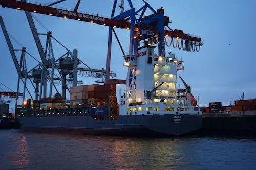 Kostenloses Stock Foto zu abendhimmel, containerschiff, hafen