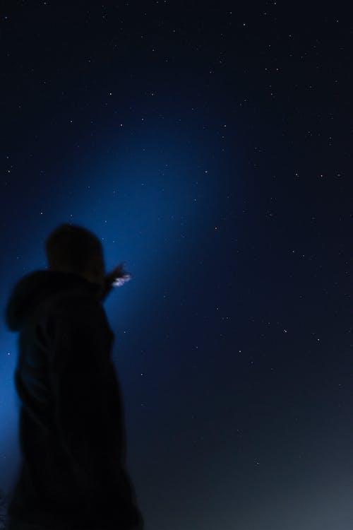 adam, gece, gece gökyüzü, ünlü içeren Ücretsiz stok fotoğraf