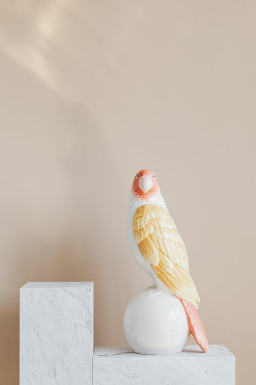 Statuette in shape of parrot on marble stand