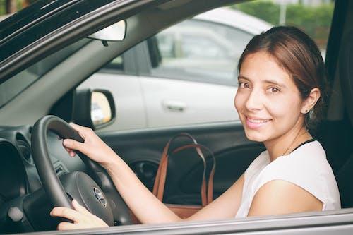 Základová fotografie zdarma na téma auto, dívka auto, nissan, seguritu