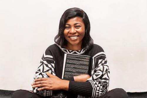 Δωρεάν στοκ φωτογραφιών με shot στούντιο, άνεση, απολαμβάνω, αφροαμερικάνα γυναίκα