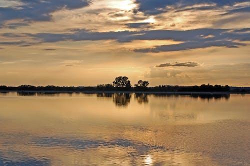 Ilmainen kuvapankkikuva tunnisteilla auringonlasku, järvi, kesä, pilvet
