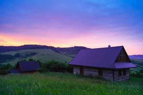 Foto d'estoc gratuïta de allotjar, cabina, capvespre, casa de camp