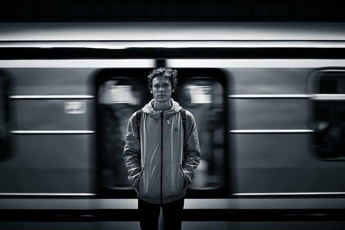 Сегодня в метро мне шепнули...