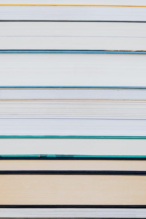 Kostenloses Stock Foto zu gebundene ausgabe, hart gebunden, haufen
