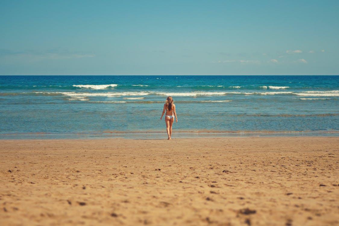 aallot, aurinko, bikinit