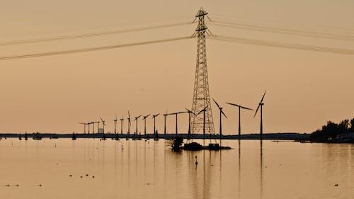 Безкоштовне стокове фото на тему «альтернативна енергетика, вежа, висока напруга, відображення»