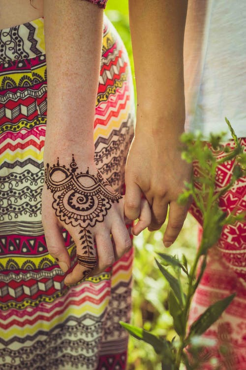 人, 人們手牽著手, 信任, 夫妻手牽著手 的 免費圖庫相片