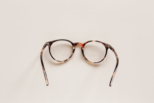 Stylish round eyeglasses with optical lenses