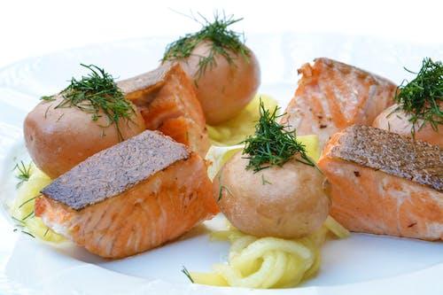Foto profissional grátis de alimento, almoço, batatas, frutos do mar