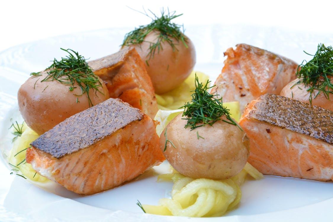 dary mora, jedlo, losos