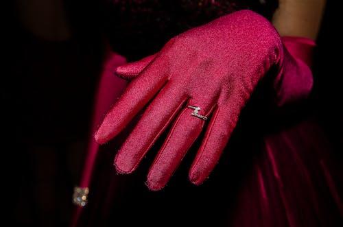 Darmowe zdjęcie z galerii z biżuteria, czerwony, diament, kobieta
