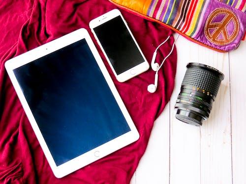 Δωρεάν στοκ φωτογραφιών με flatlay, iphone, tablet, ακουστικά