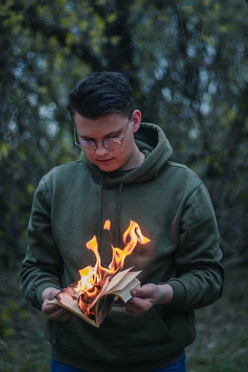 Immagine gratuita di adolescente, bloc notes, bruciare