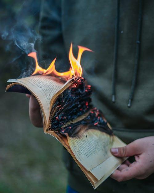 Immagine gratuita di anonimo, bloc notes, bruciare