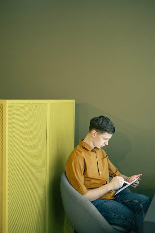 Δωρεάν στοκ φωτογραφιών με ipad, tablet, άνδρας, αρσενικός