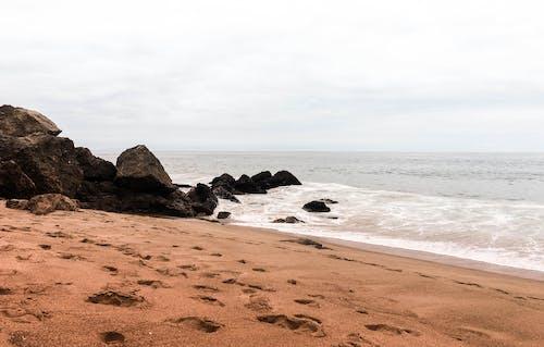 Darmowe zdjęcie z galerii z chmury, fale, minimalny, morze
