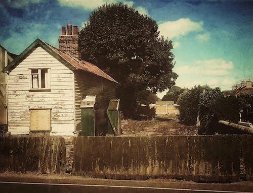 Ahşap ev, arazi, Bahçe, emlak içeren Ücretsiz stok fotoğraf