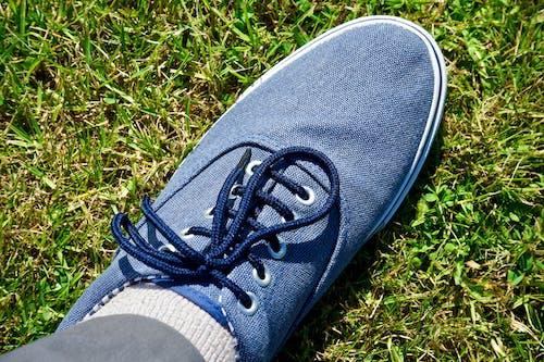 Ảnh lưu trữ miễn phí về cỏ, dây giày, giải trí, giản dị