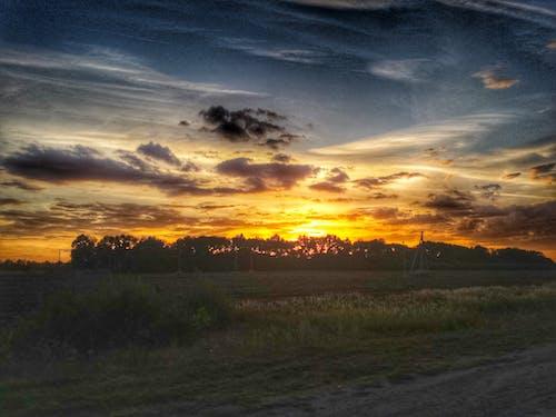 Fotobanka sbezplatnými fotkami na tému hracie pole, krajina, modrá, oranžová