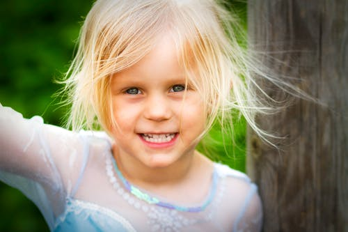 Gratis stockfoto met brutaal, glimlach, kid