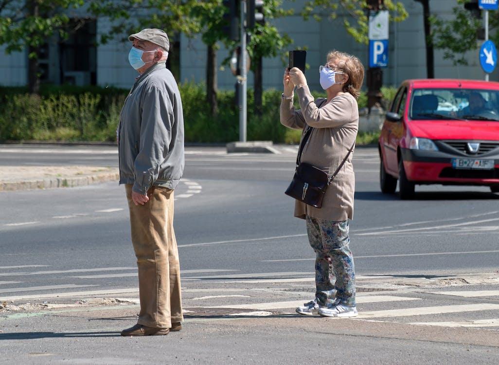Fotobanka sbezplatnými fotkami na tému chodník, dospelý, fotografovanie