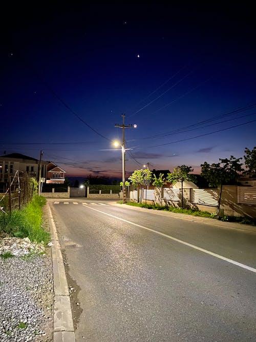 Fotos de stock gratuitas de carretera, carretera asfaltada, luces azules, luna bebé