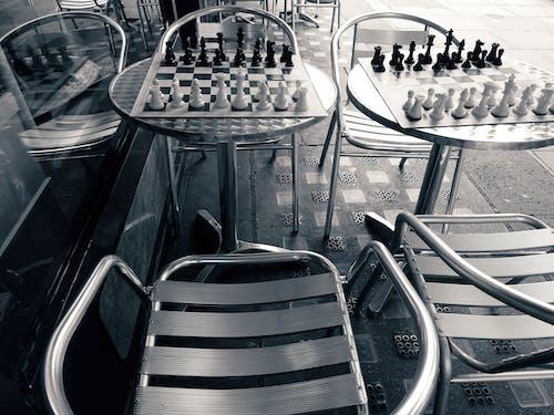 Ilmainen kuvapankkikuva tunnisteilla katu, mustavalkoinen, rivi, shakkilauta