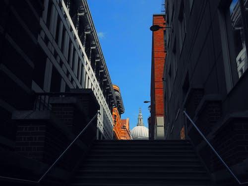 Безкоштовне стокове фото на тему «архітектура, багатоповерхові будівлі, будівлі, вежа»