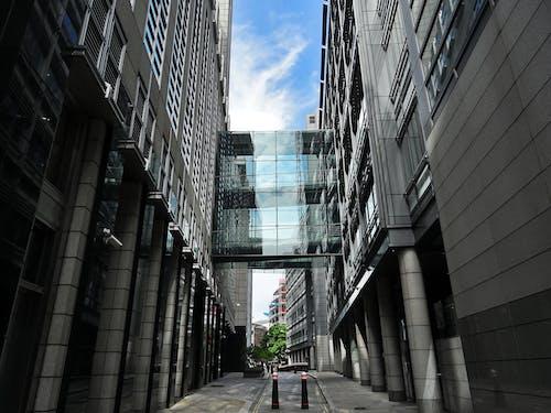 Ingyenes stockfotó alacsony szögű felvétel, belváros, ég, egyszínű témában