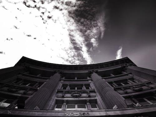 Δωρεάν στοκ φωτογραφιών με αρχιτεκτονική, ασπρόμαυρο, κτήριο, ουρανός