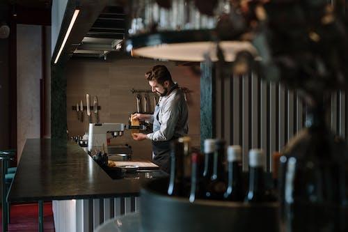 Бесплатное стоковое фото с бар, барная стойка, Борода