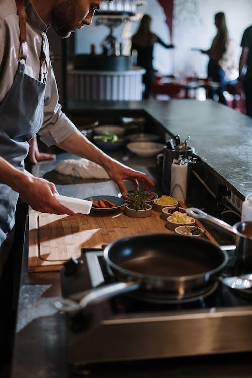 Kostenloses Stock Foto zu aufkochen, bartheke, bratpfanne