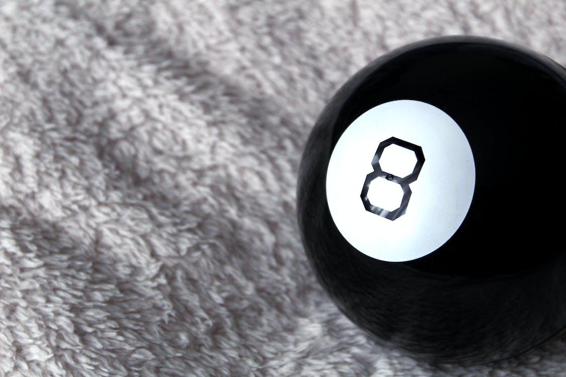 8, บอล, พื้นหลัง